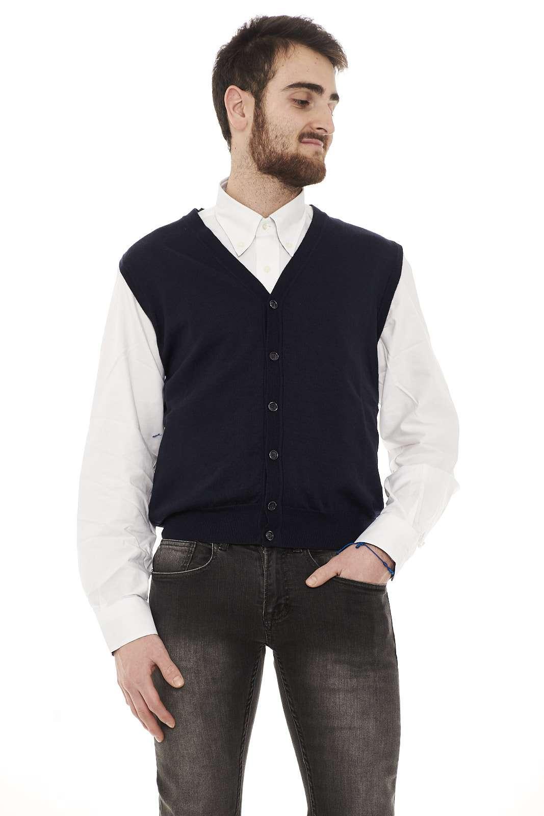 Cardigan smanicato, 100% lana vergine firmato Club 39, ideale con una camicia, per le occasioni più formali.