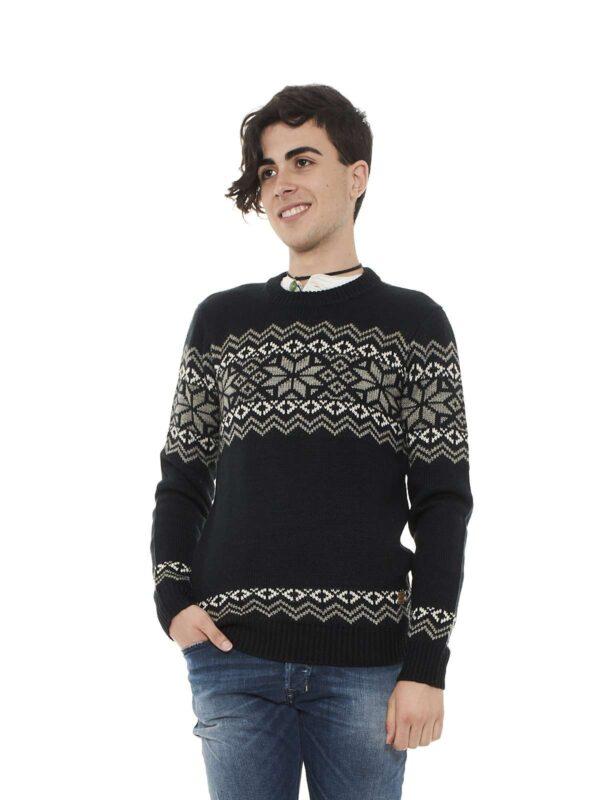 Maglione girocollo, maniche lunghe, fantasia geometrica in contrasto di colore, rifiniture a costine, vestibilità regolare.