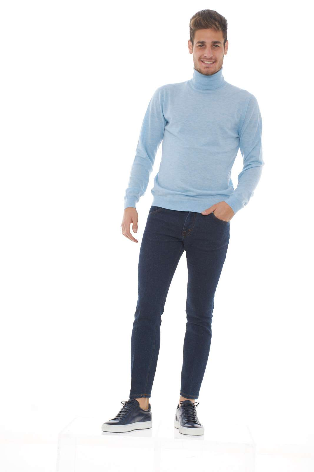 https://www.parmax.com/media/tmp/catalog/product/a/i/ai-outlet_parmax-pantaloni-uomo-entre-amis-a19gaga1208l457-d.jpg