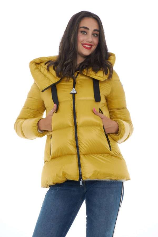 https://www.parmax.com/media/catalog/product/a/i/ai-outlet_parmax-piumino-donna-moncler-serin-a.jpg