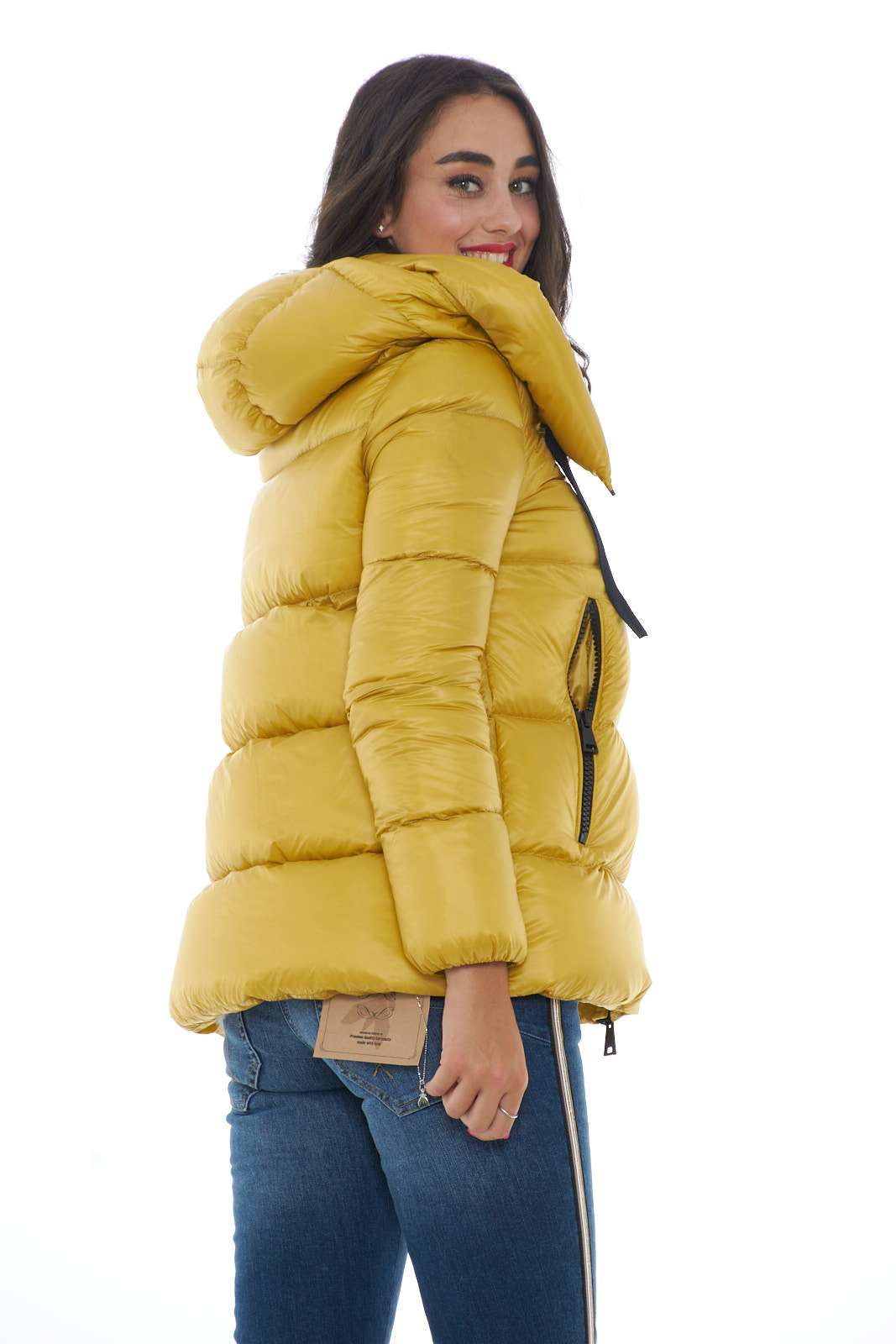 https://www.parmax.com/media/catalog/product/a/i/ai-outlet_parmax-piumino-donna-moncler-serin-c.jpg