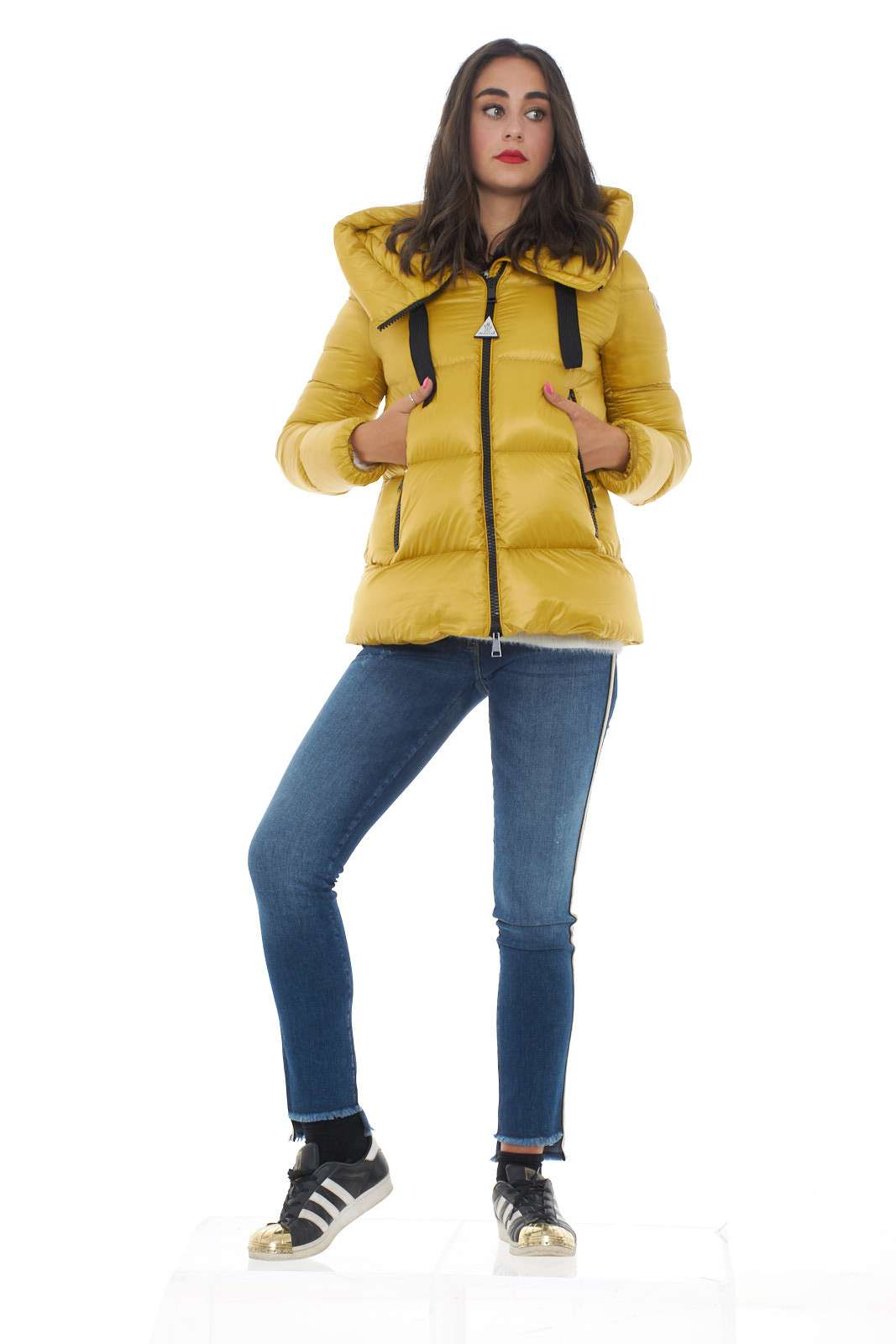 https://www.parmax.com/media/catalog/product/a/i/ai-outlet_parmax-piumino-donna-moncler-serin-d.jpg