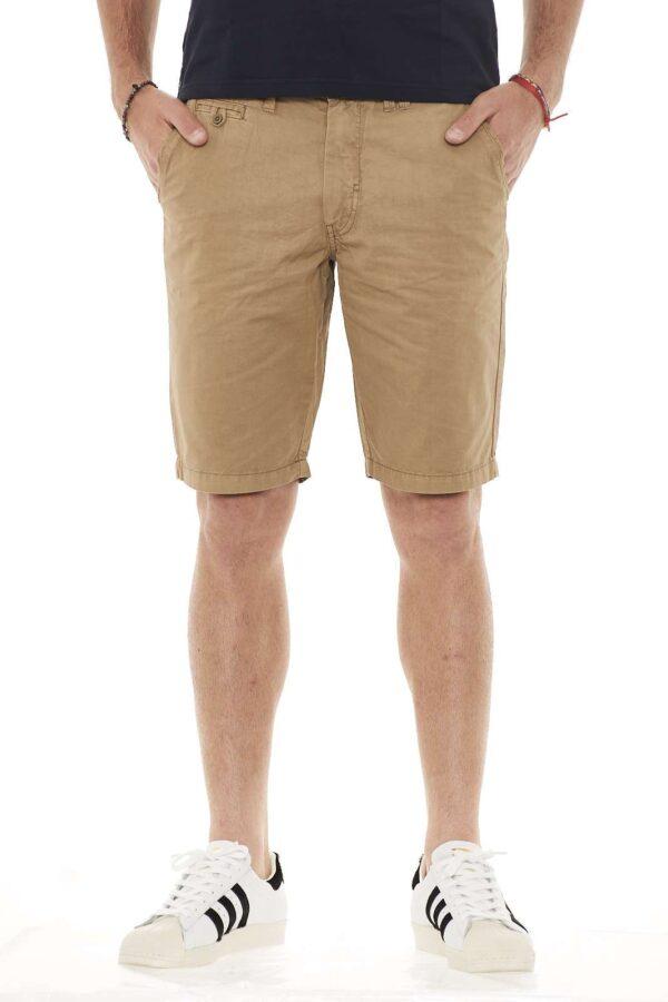 Un bermuda semplice e attuale proposto da Blend. Perfetto per affrontare le calde giornate estive con stile. Per l'uomo che ama outfit che puntano sulla semplicità.