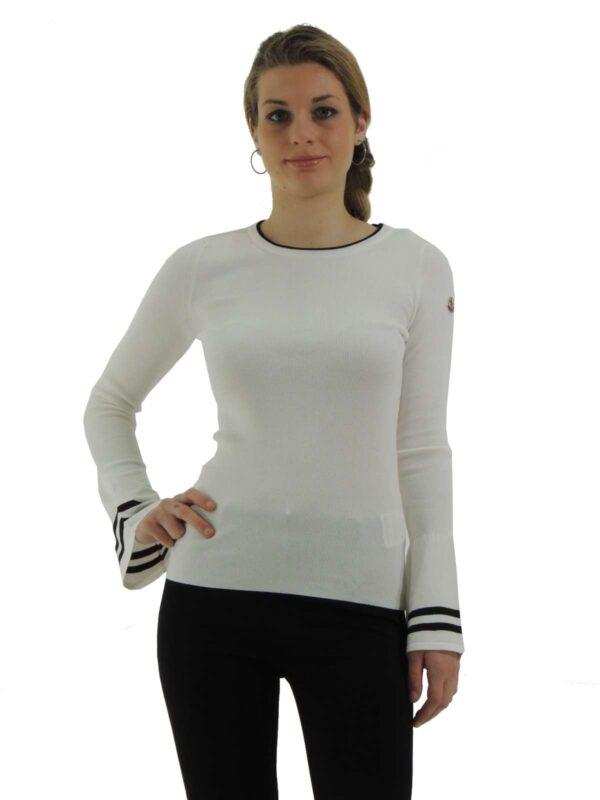 Maglia stretch, girocollo, maniche lunghe con fondo svasato, rifiniture a costine con righina in contrato di colore, logo, vestibilità slim.
