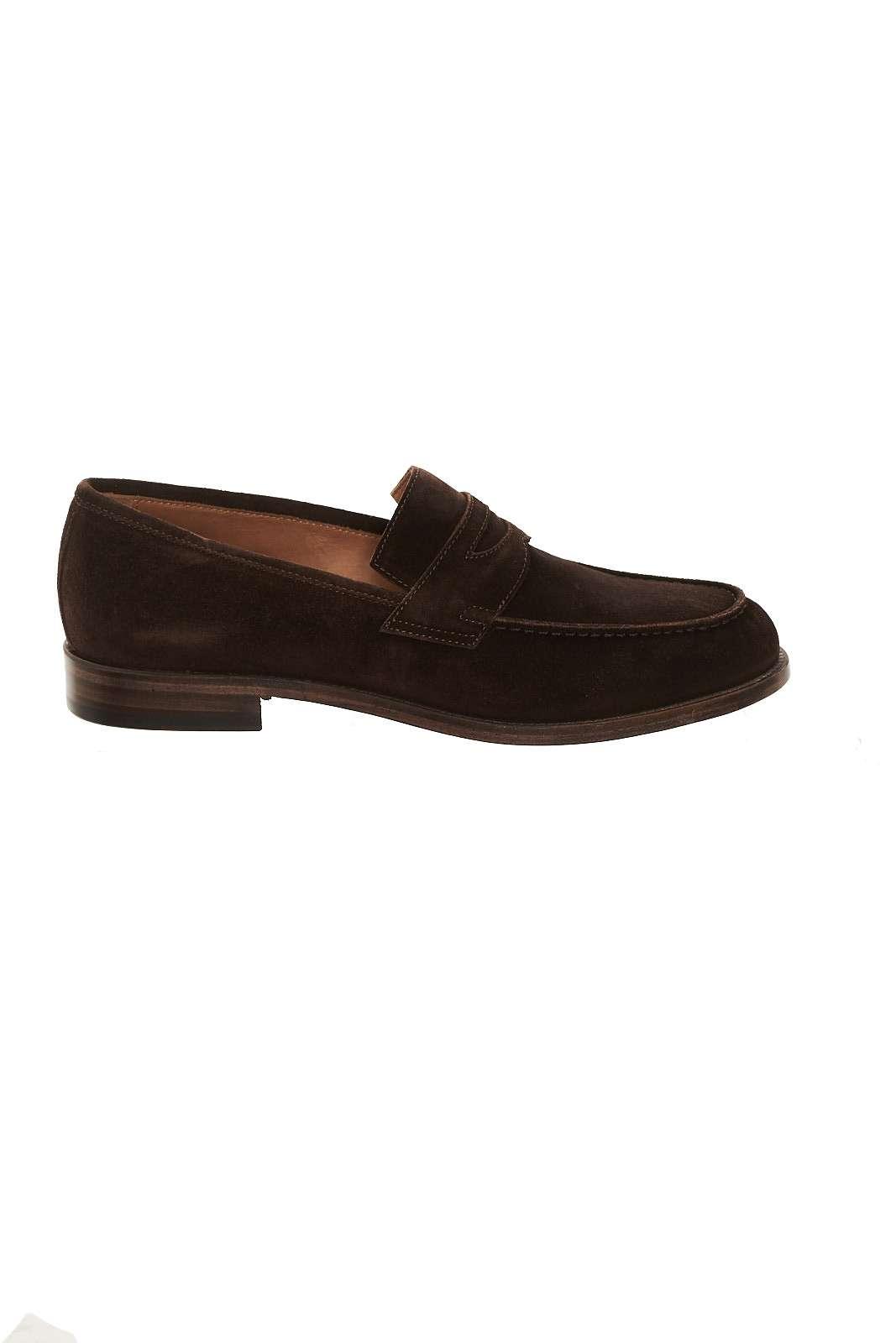 Il mocassino firmato Corvari si conferma un modello classico ma di grande attualità. Per l'uomo che ama imporre uno stile unico ai propri outfit. Vesti con scarpe intramontabili e dai pregiati filati.
