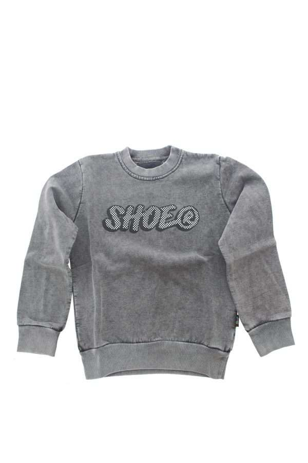 Il meglio della moda bimbo ispira la nuova felpa proposta dalla collezione Shoe. Un capo comodo dal collo tondo e dall'interno in cotone felpato per vestire in modo impeccabile il proprio bambino. Un evergreen.