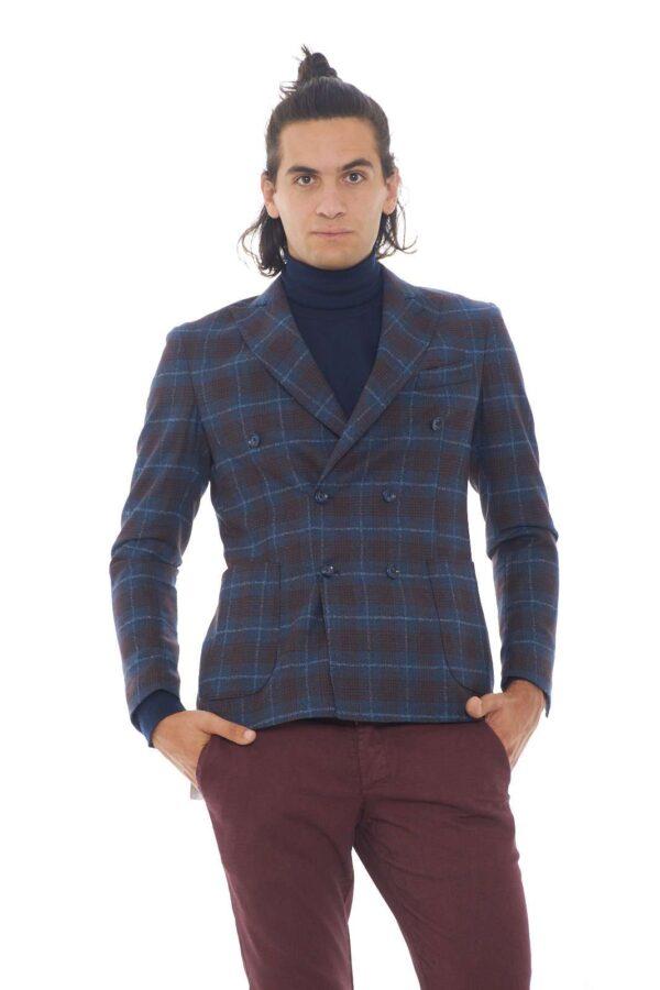 Una giacca che diventerà un icona di stile e raffinatezza per il tuo guardaroba. Il taglio doppiopetto, è un evergreen di raffinatezza, mentre la fantasia a quadri aggiunge un ulteriore tocco chic. L'ideale per le occasioni più eleganti. Il modello è alto 1.90m e indossa la taglia 52.
