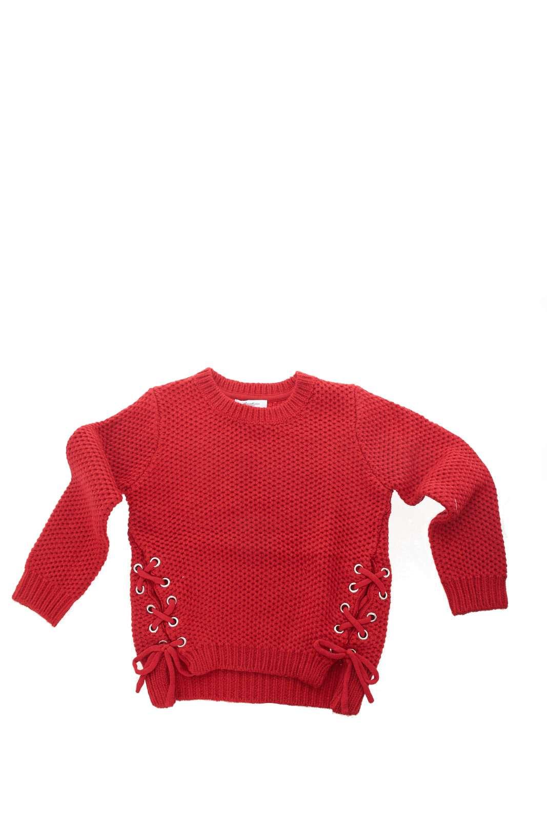 Una maglia pensata per ogni look quella della collezione bambina Gaialuna. La linea minimal è resa unica dagli spacchi laterali con corsetti per chiudere. Da abbinare ad un jeans o ad una gonna, risolve con stile ogni look.