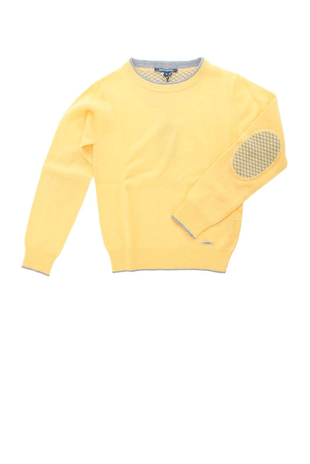 Una maglia in misto cachemire calda e glamour quella proposta per la collezione bambino Aston Martin. La linea minimal è impreziosita dai profili in contrasto e dalle toppe ai gomiti dal gusto chic. Un essential della moda per i più piccoli.