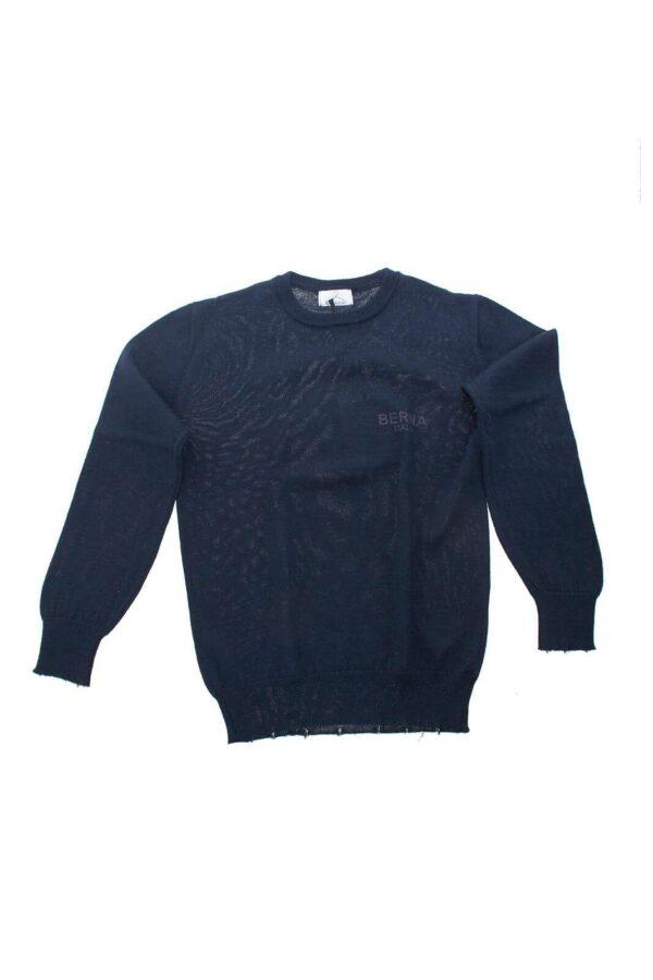 Una maglia ideata per i look di ogni occasione quella per la collezione bambino Berna. La linea minimal è personalizzata con gli strappi alle bordure per un risultato fashion chic.