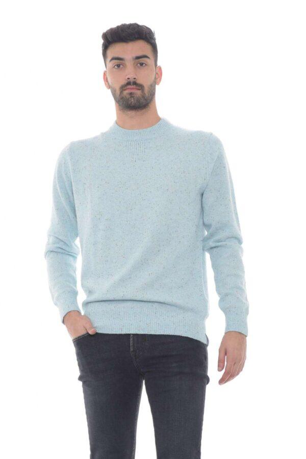 Una maglia perfetta per la tua routine più casual, quella proposta da Scotch & Soda. L'ideale per il lavoro, o le occasioni più quotidiane, dove indossato con un jeans, darà comunque vita, ad un outfit curato ed impeccabile.  Il modello è alto 1.80m e indossa la taglia M.
