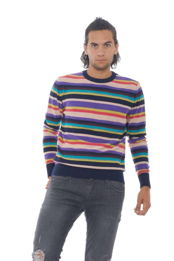Un maglioncino colorato e vivace, dal look attuale e casual. Perfetto per le evenienze meno impegnative, dove potrai sfoggiare uno stile pratico, ma non per questo trasandato. Il modello è alto 1.90m e indossa la taglia L.