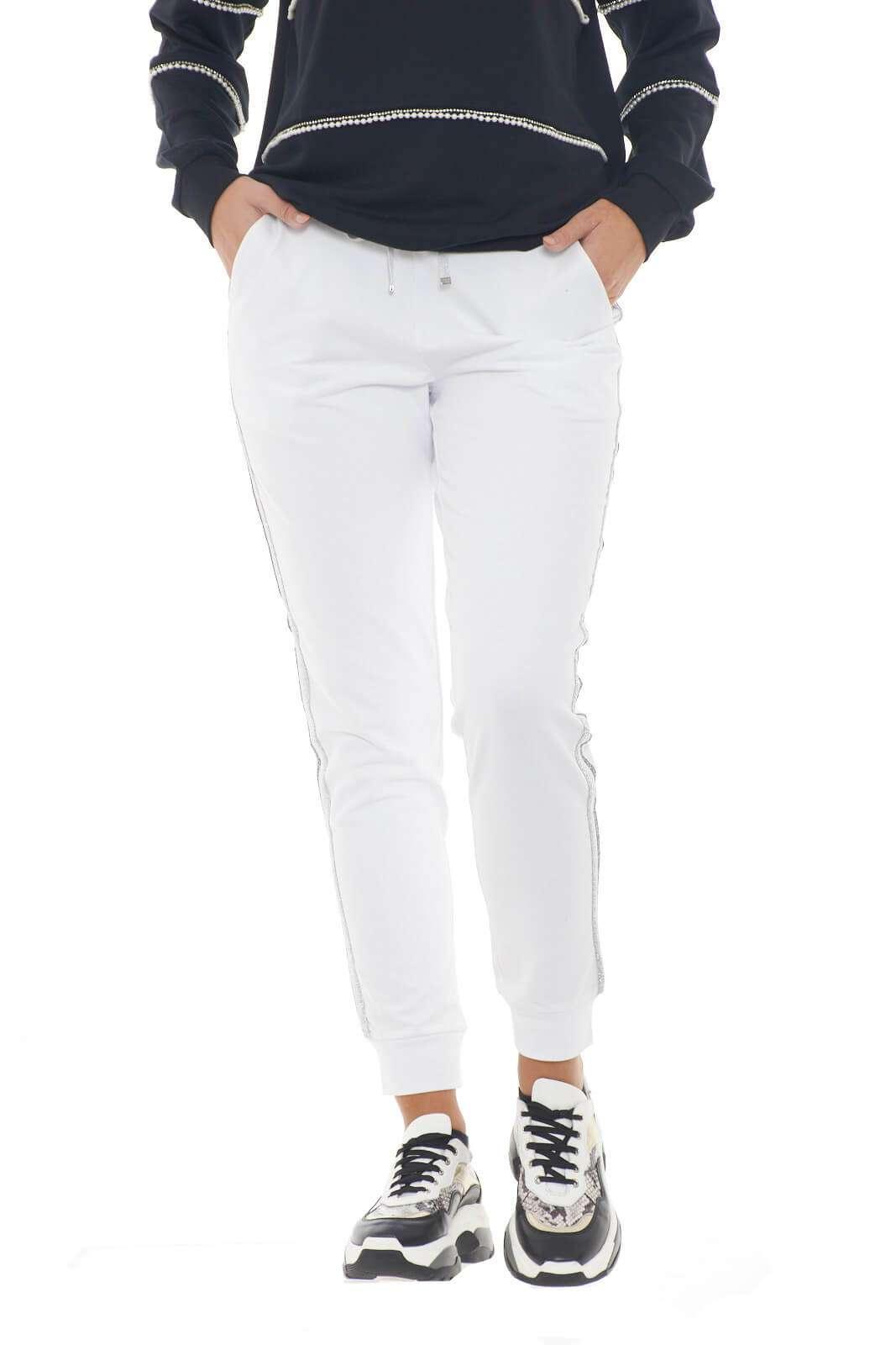 Un pantalone sportivo dal gusto chic quello proposto dalla nuova collezione donna Liu Jo Sport. Da abbinare ad ogni stile, è perfetto per i look quotidiani.
