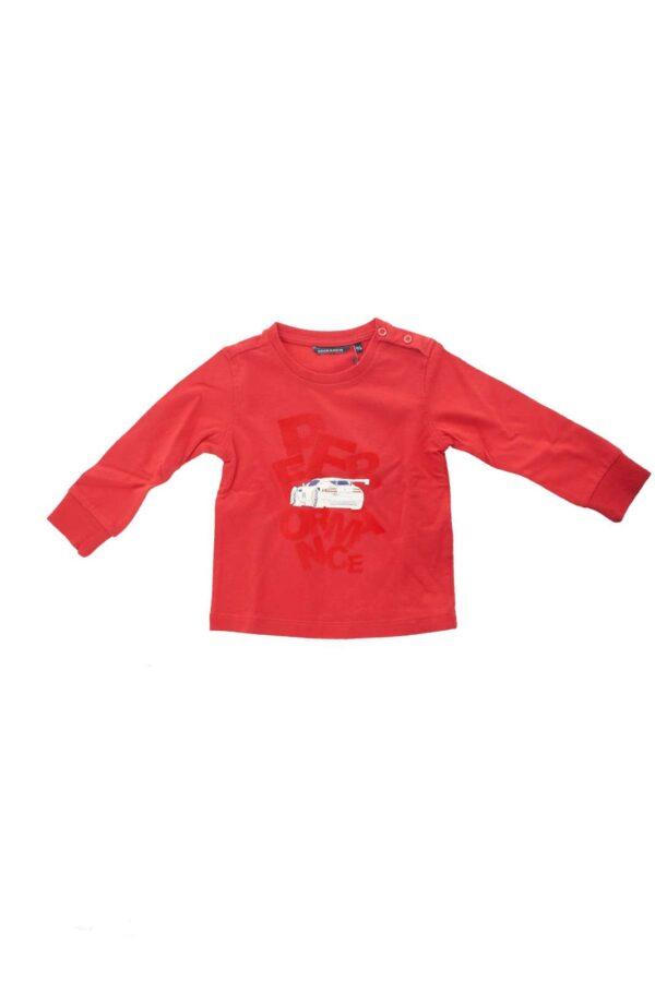 Scopri la nuova maglia firmata dalla collezione bambino Aston Martin.  La classica T shirt a manica lunga si rende ancora più confortevole grazie ai polsi elastici.  La stampa sul davanti in gomma e velluto la caratterizza per uno stile fashion e minimal.