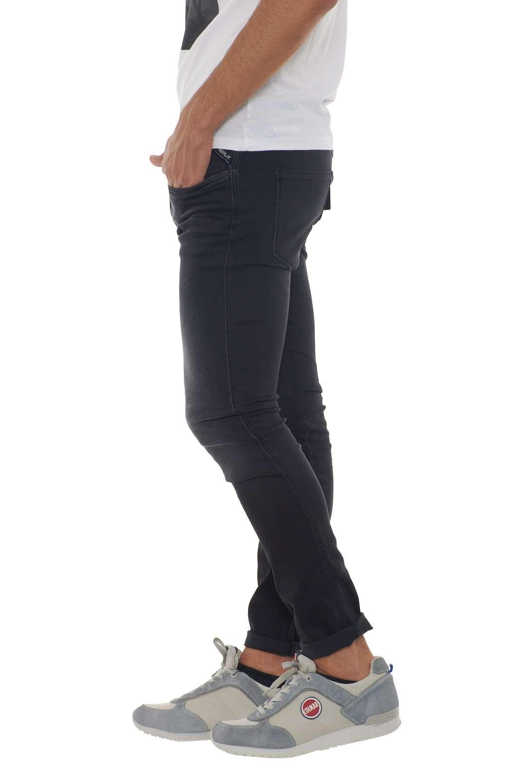 https://www.parmax.com/media/catalog/product/a/i/AI-Outlet_Parmax-Pantalone-Uomo-Replay-M91400066106B-B.jpg