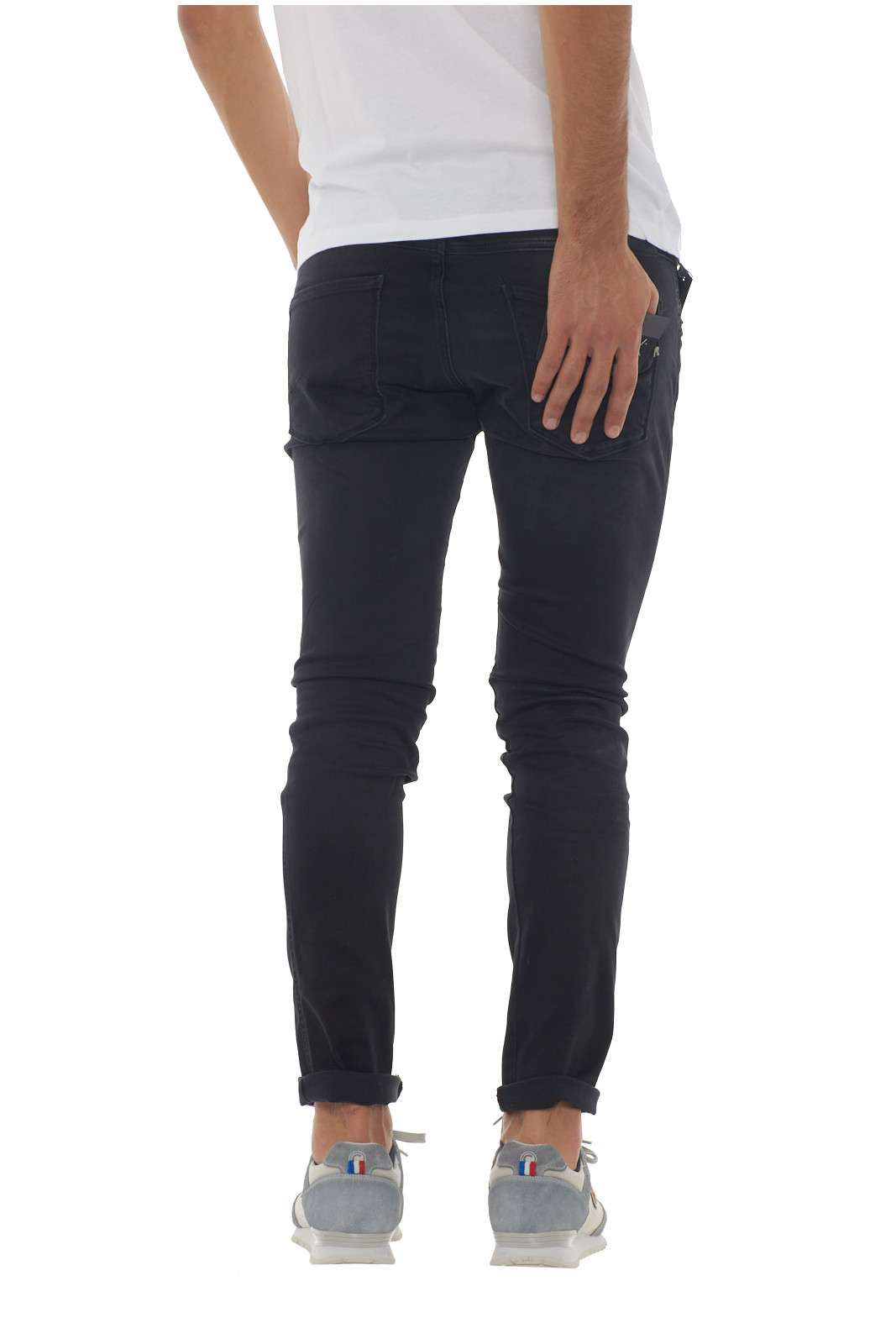 https://www.parmax.com/media/catalog/product/a/i/AI-Outlet_Parmax-Pantalone-Uomo-Replay-M91400066106B-C.jpg