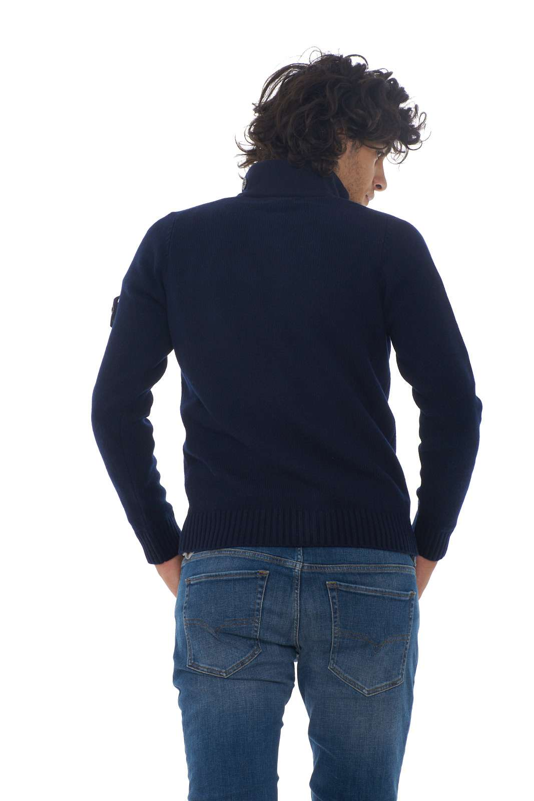https://www.parmax.com/media/catalog/product/a/i/AI-outlet_parmax-cardigan-uomo-Stone-Island-7115564A3-C.jpg