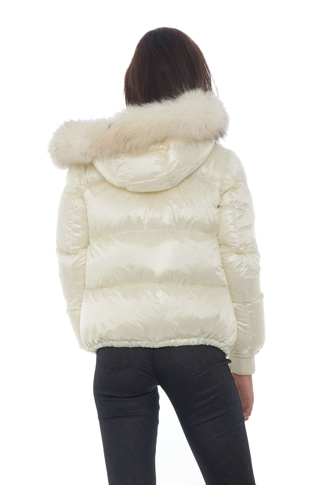 https://www.parmax.com/media/catalog/product/a/i/AI-outlet_parmax-giubbino-donna-FreedomDay-ifrw6020n-C.jpg