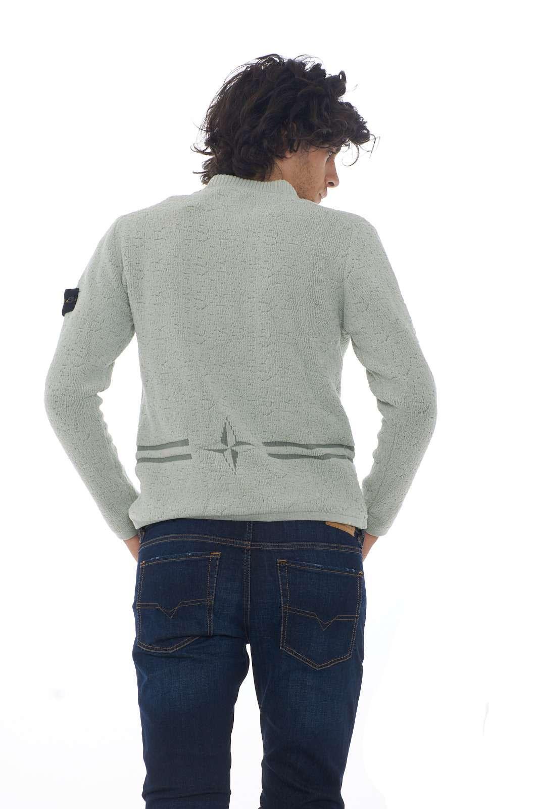 https://www.parmax.com/media/catalog/product/a/i/AI-outlet_parmax-maglia-uomo-Stone-Island-7115517B1-C.jpg