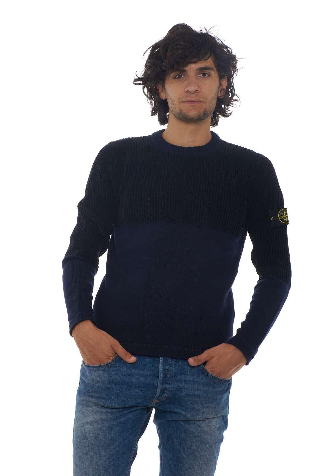 https://www.parmax.com/media/catalog/product/a/i/AI-outlet_parmax-maglia-uomo-Stone-Island-7115520B8-A_1.jpg