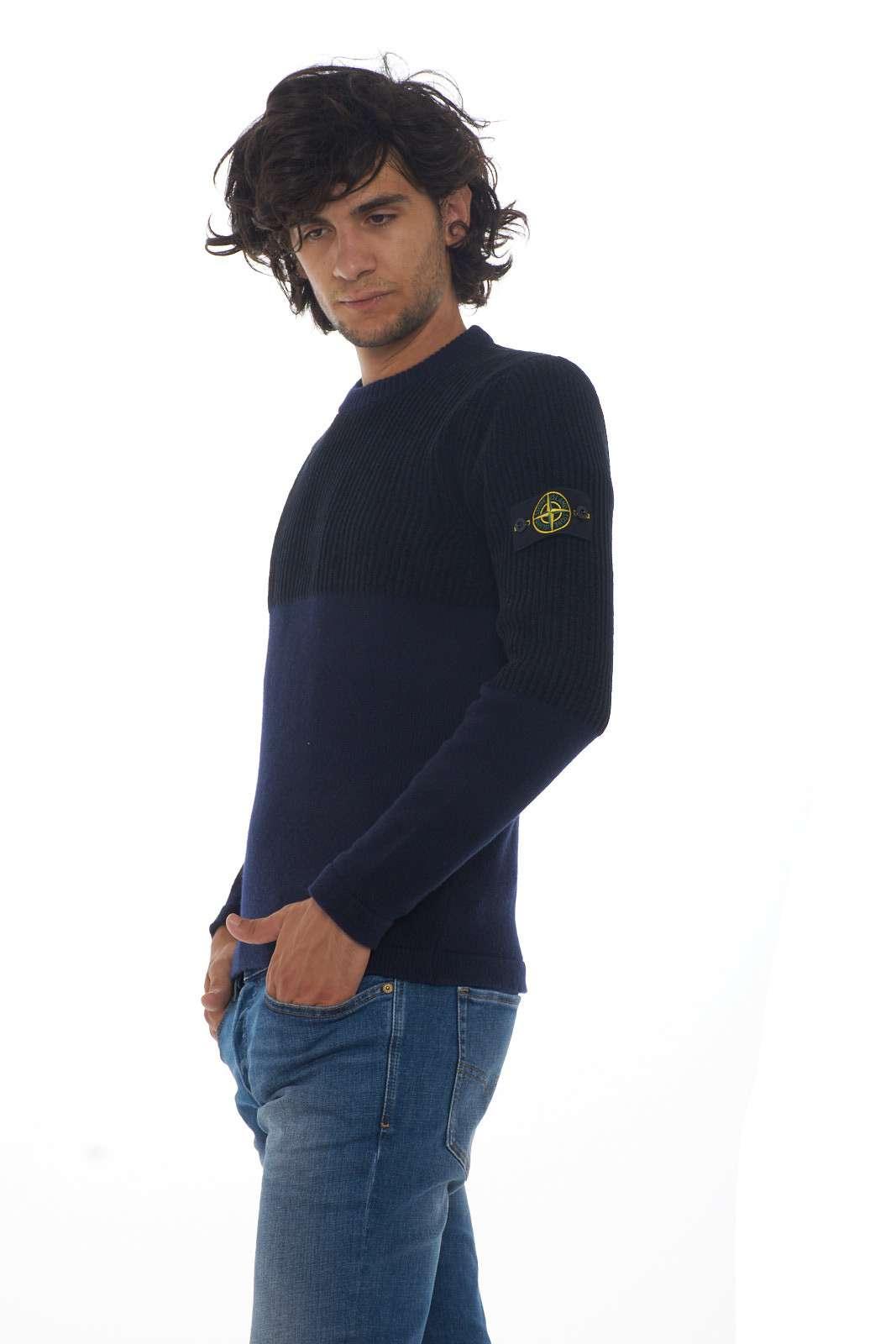 https://www.parmax.com/media/catalog/product/a/i/AI-outlet_parmax-maglia-uomo-Stone-Island-7115520B8-B_1.jpg