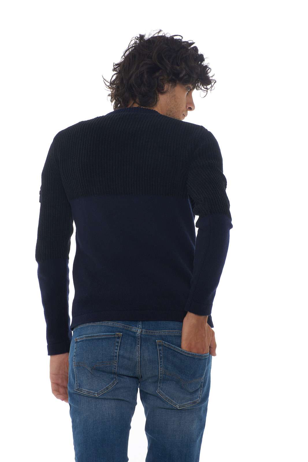 https://www.parmax.com/media/catalog/product/a/i/AI-outlet_parmax-maglia-uomo-Stone-Island-7115520B8-C.jpg
