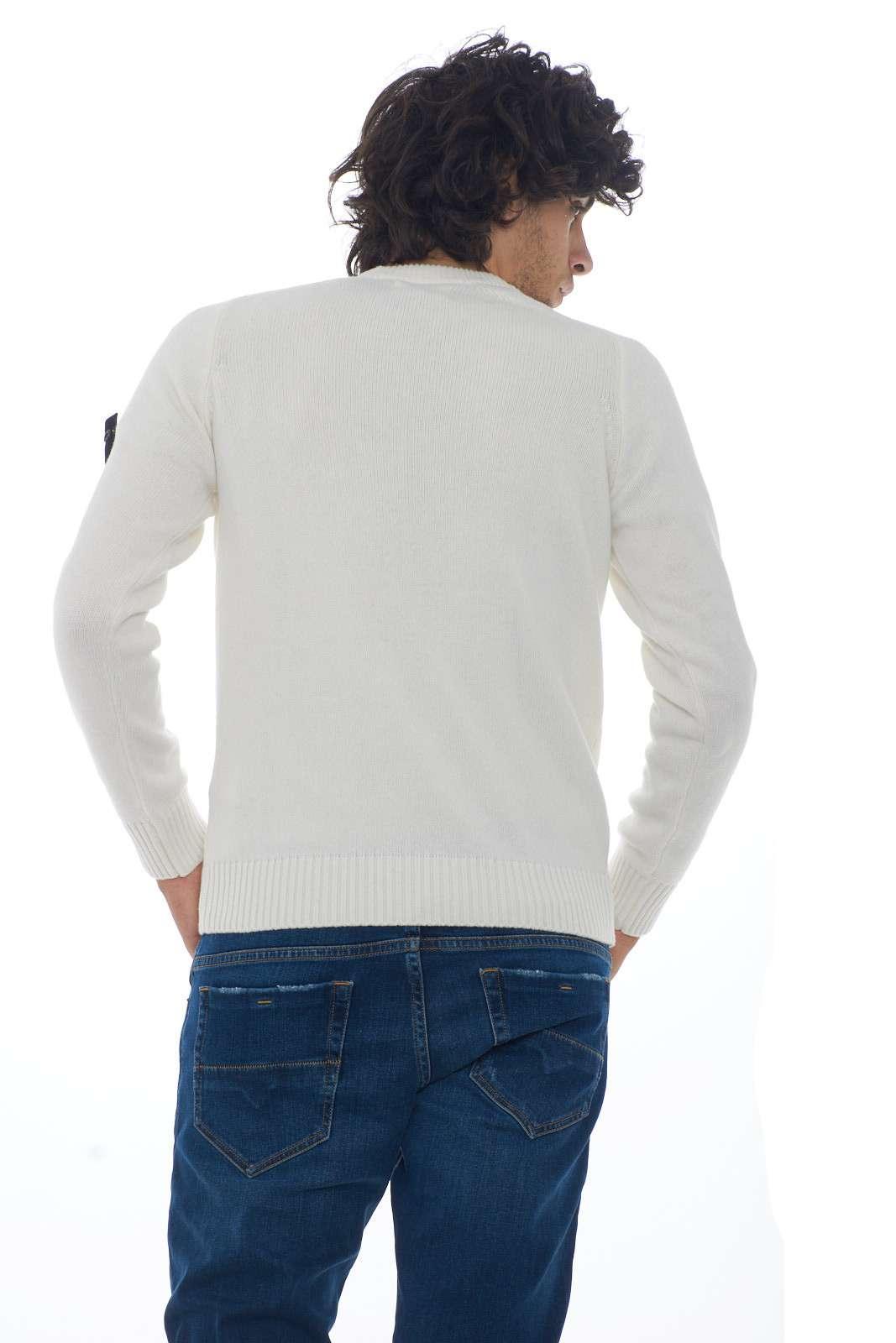 https://www.parmax.com/media/catalog/product/a/i/AI-outlet_parmax-maglia-uomo-Stone-Island-7115552A3-C.jpg
