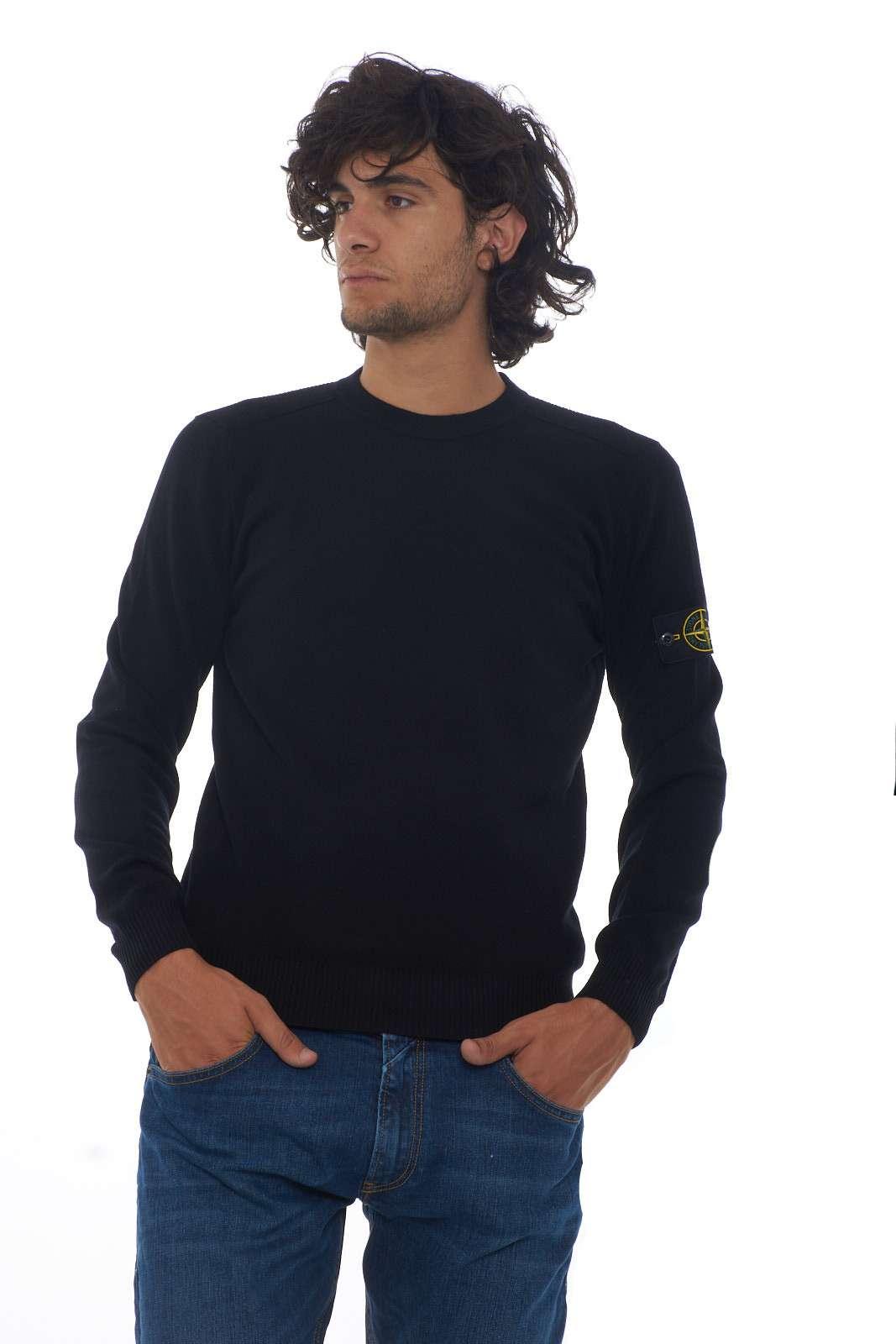 https://www.parmax.com/media/catalog/product/a/i/AI-outlet_parmax-maglia-uomo-Stone-Island-7115591A1-A_1.jpg