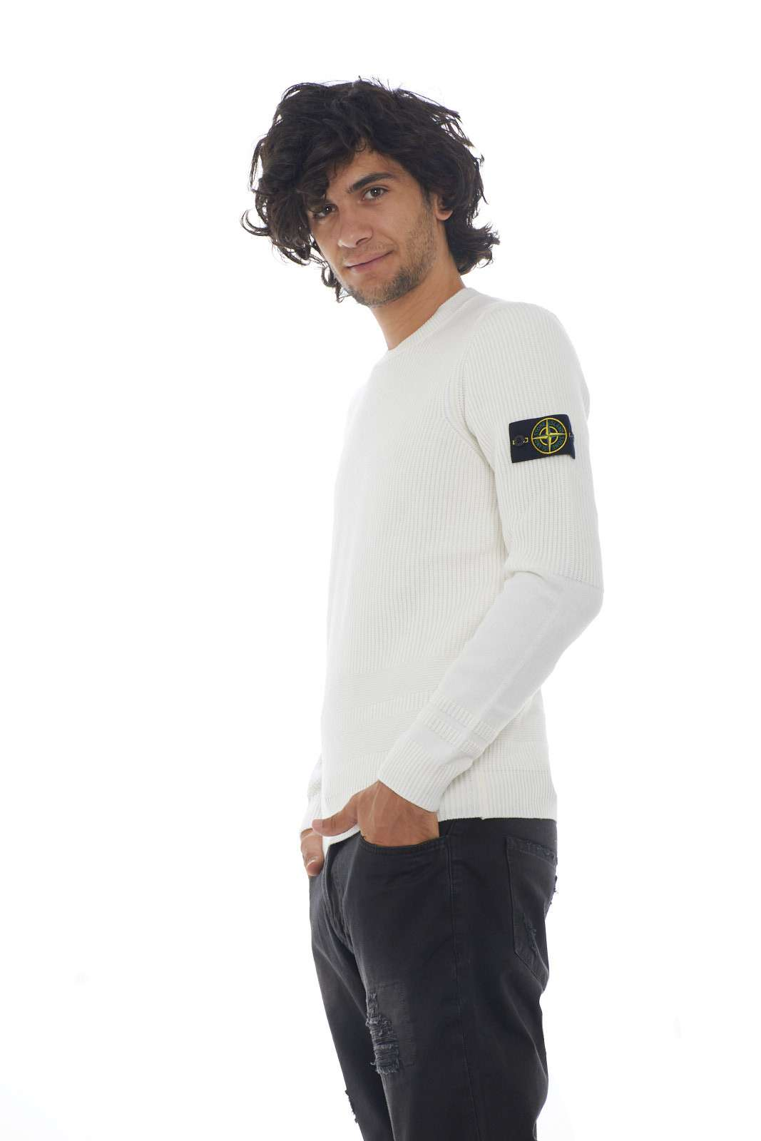 https://www.parmax.com/media/catalog/product/a/i/AI-outlet_parmax-maglia-uomo-Stone-Island-7115592A1-B.jpg