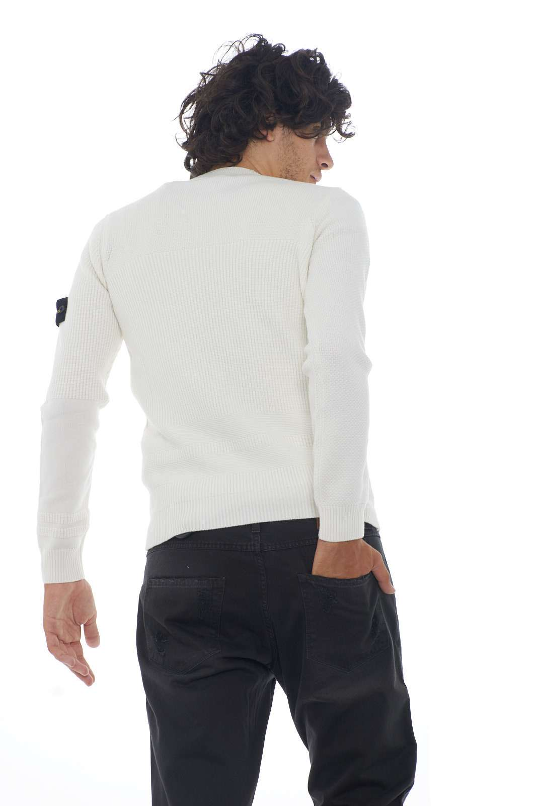 https://www.parmax.com/media/catalog/product/a/i/AI-outlet_parmax-maglia-uomo-Stone-Island-7115592A1-C.jpg