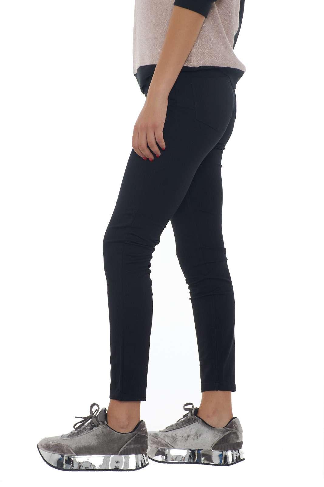 https://www.parmax.com/media/catalog/product/a/i/AI-outlet_parmax-pantaloni-donna-Liu-Jo-T69033-B_1.jpg