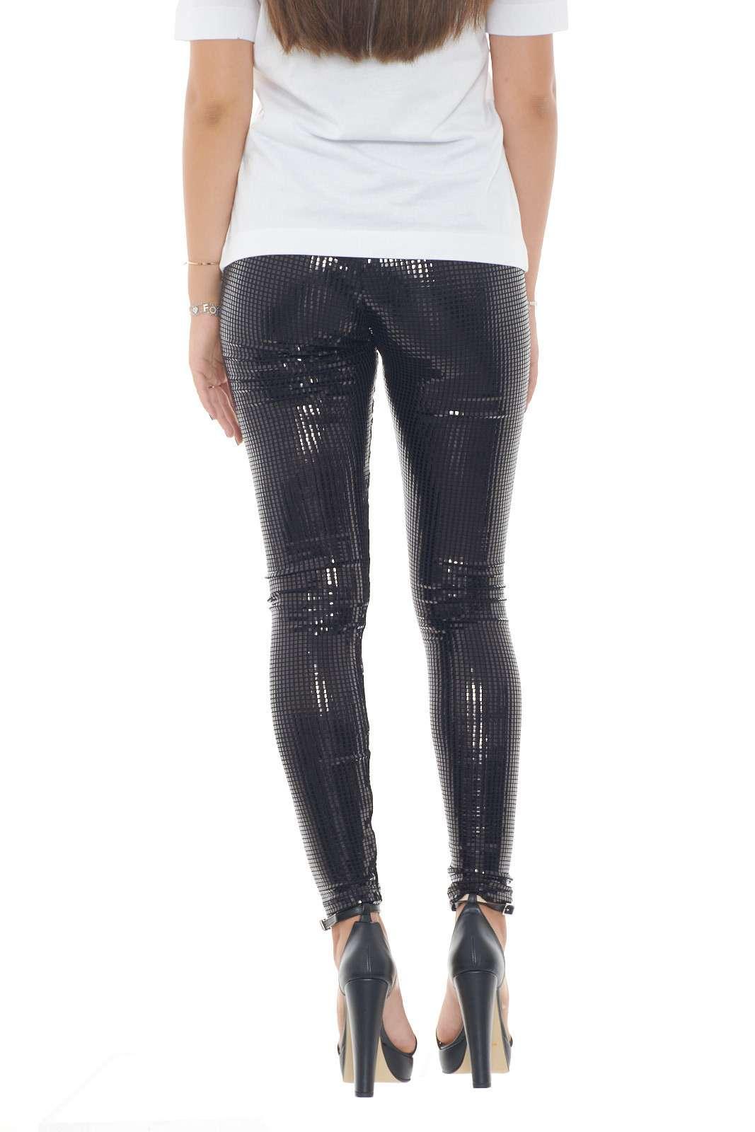 https://www.parmax.com/media/catalog/product/a/i/AI-outlet_parmax-pantaloni-donna-Moschino-W%201%20516%2082%20E%202196-B.jpg