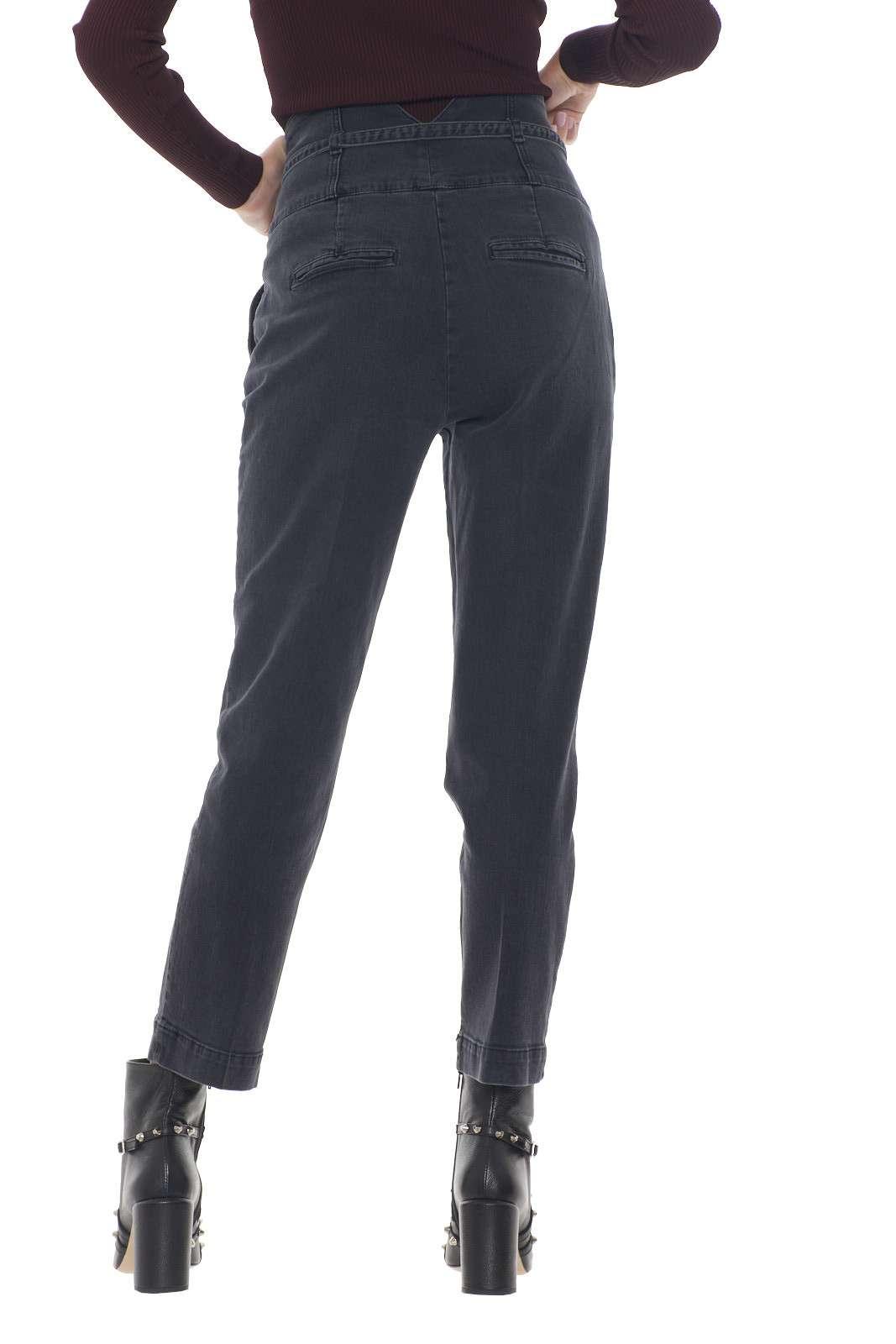 https://www.parmax.com/media/catalog/product/a/i/AI-outlet_parmax-pantaloni-donna-Pinko-1j10aj-C.jpg