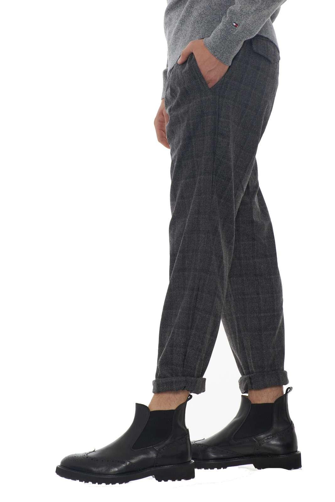https://www.parmax.com/media/catalog/product/a/i/AI-outlet_parmax-pantaloni-uomo-Micheal%20Coal-carl3305-C.jpg