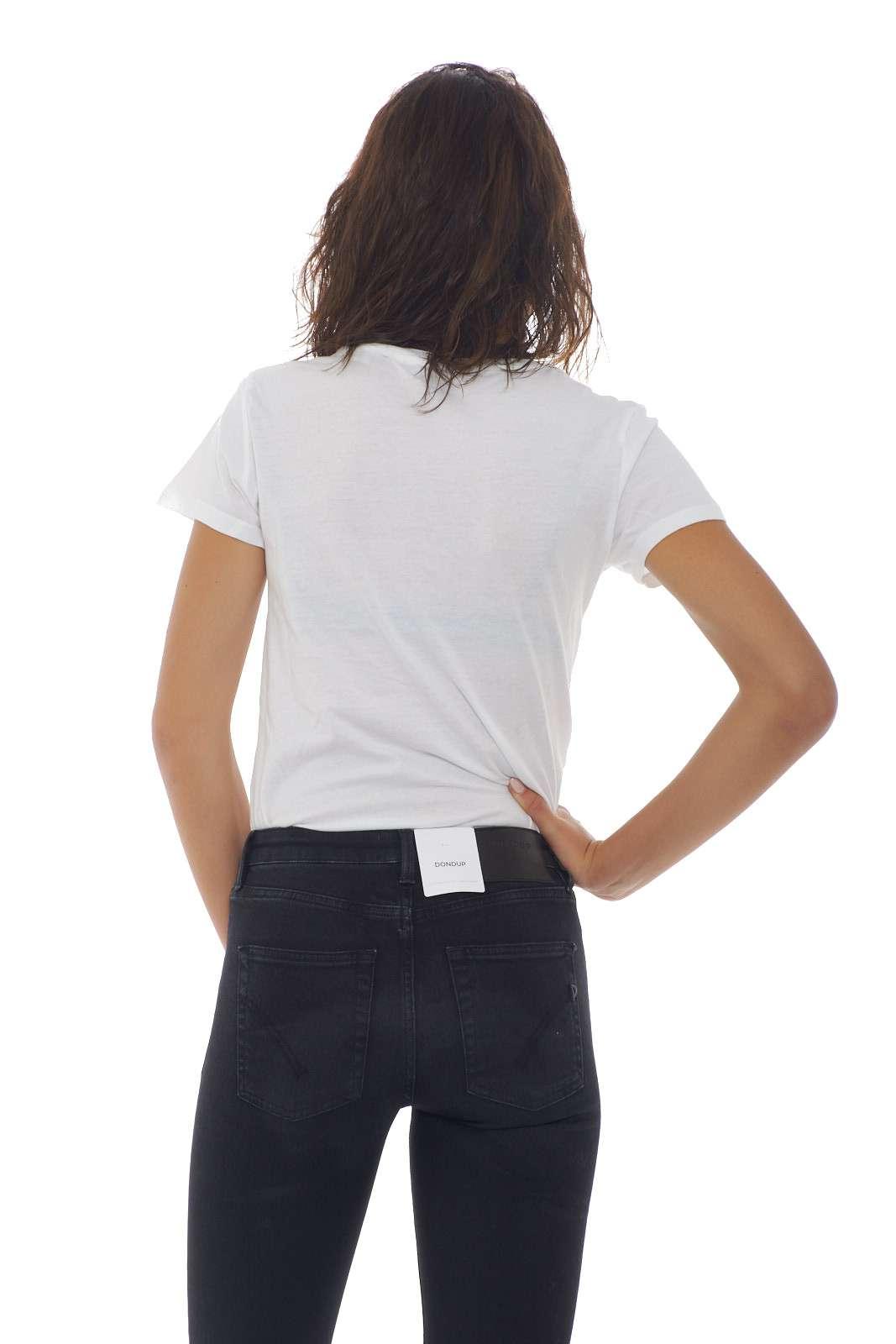 https://www.parmax.com/media/catalog/product/a/i/AI-outlet_parmax-t-shirt-donna-Levis-17369%200297-C.jpg
