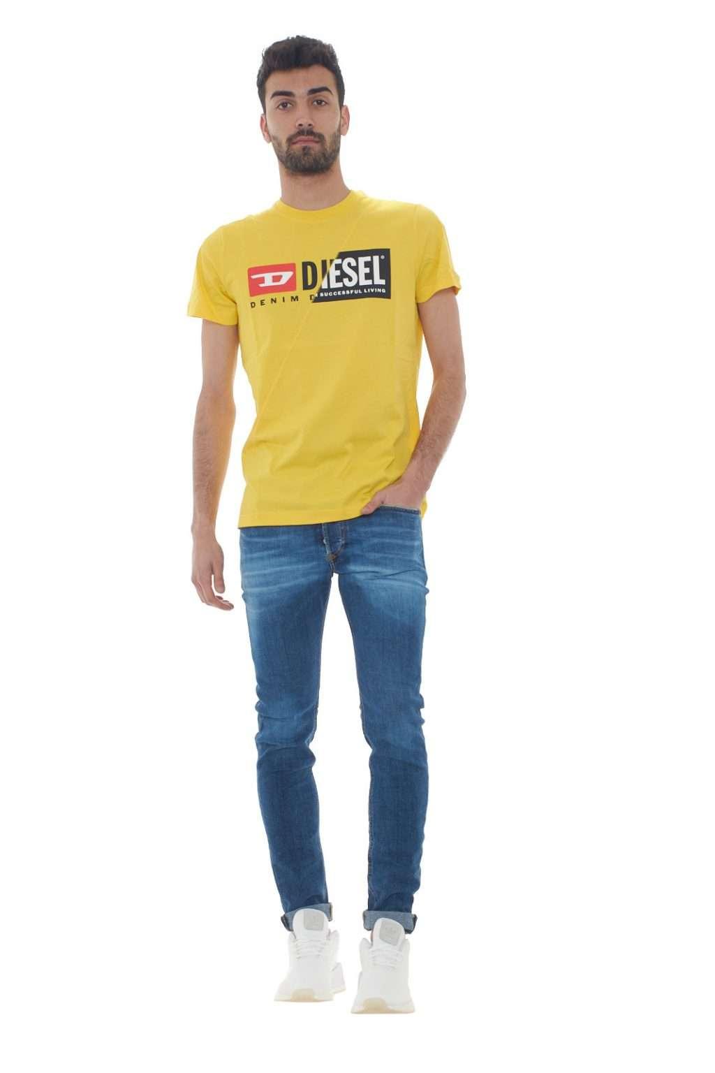 https://www.parmax.com/media/catalog/product/a/i/PE-outlet_parmax-t-shirt-uomo-Diesel-00SDP1%200091A-D.jpg