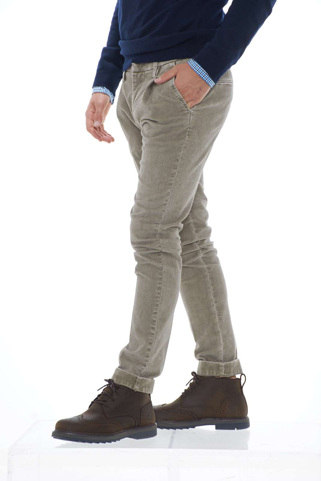 https://www.parmax.com/media/catalog/product/a/i/ai-outlet_parmax-pantaloni-uomo-entre-amis-a1983191001-b.jpg