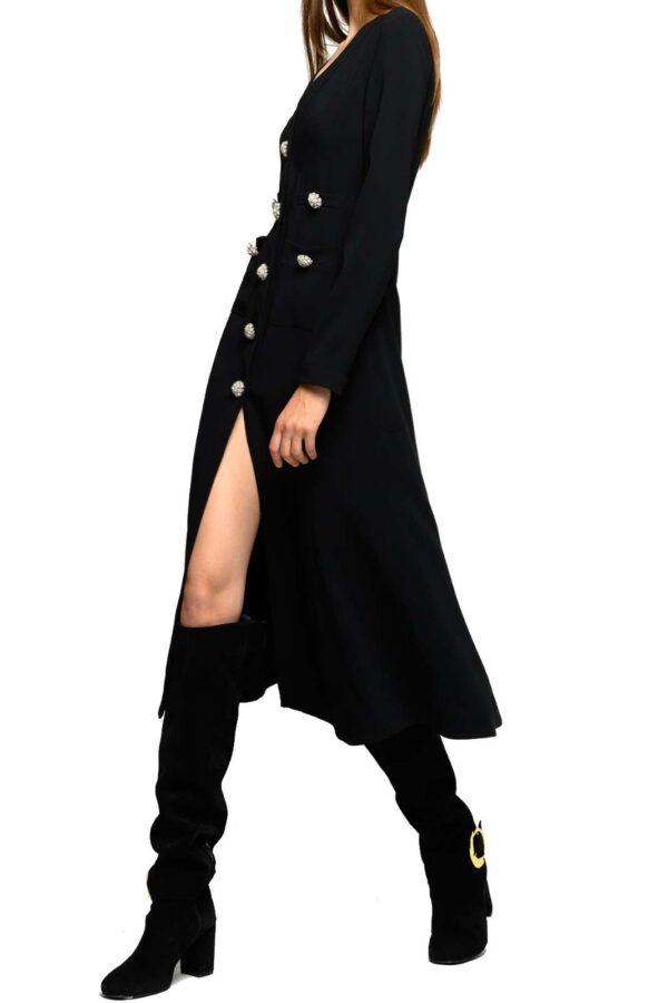 Un abito femminile e da indossare nelle giornate piimportanti l'abito LELLO proposto per la collezione autunno inverno di Pinko.  Un modello stretch ad esaltare la figura ed esaltarla grazie ai bottoni gioiello sul davanti.  Un capo elegante e raffinato per uno stile chic.