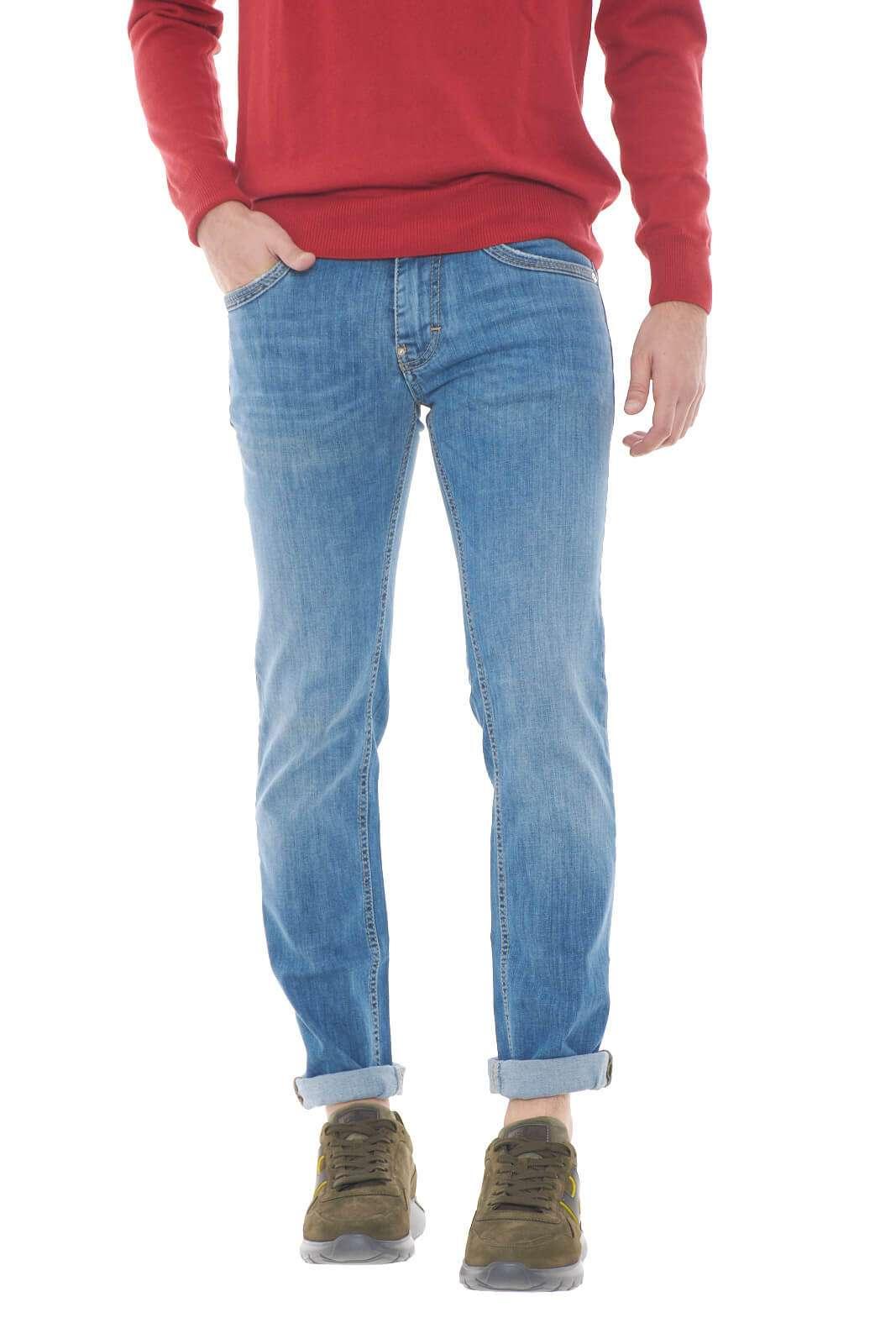 Versatile e alla moda il jeans ALBERT firmato Gas. Perfetto per look di tutti i giorni, curati e trendy, per abbinamenti universali sempre impeccabili.  Il modello è alto 1,80m e indossa la taglia 31.