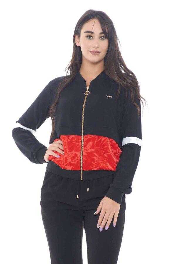 Un look frizzante e quotidiano per la nuova felpa donna proposta da Liu Jo Sport.  Da indossare con un jeans o un pantalone, ravviva il proprio look grazie ai suoi contrasti di tessuto e colorazione.  Un capo basic delle giornate più quotidiane.