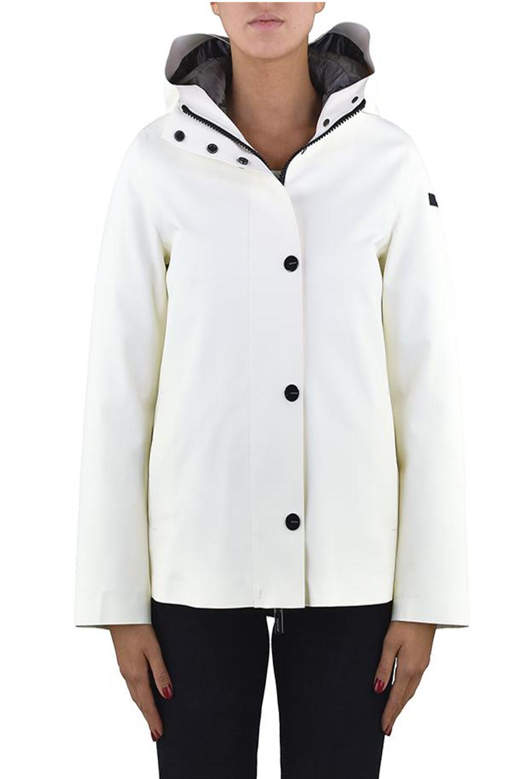 Un parka in tessuto tecnico per la nuova collezione donna firmata RRD.  Il rivestimento in poliuretano lo rende perfetto come anti pioggia per un look ricercato anche nelle piovose giornate invernali.  Da abbinare ad un paio di calosce per un risultato glamour e chic.