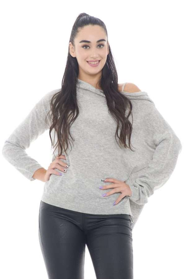 Una maglia che t conquisterà con il suo stile casual. Perfetta per outfit semplici, ma non per questo meno curati e trendy. Per la donna che ama abbinamenti classici e versatili.  La modella è alta 1,78m e indossa la taglia 1.