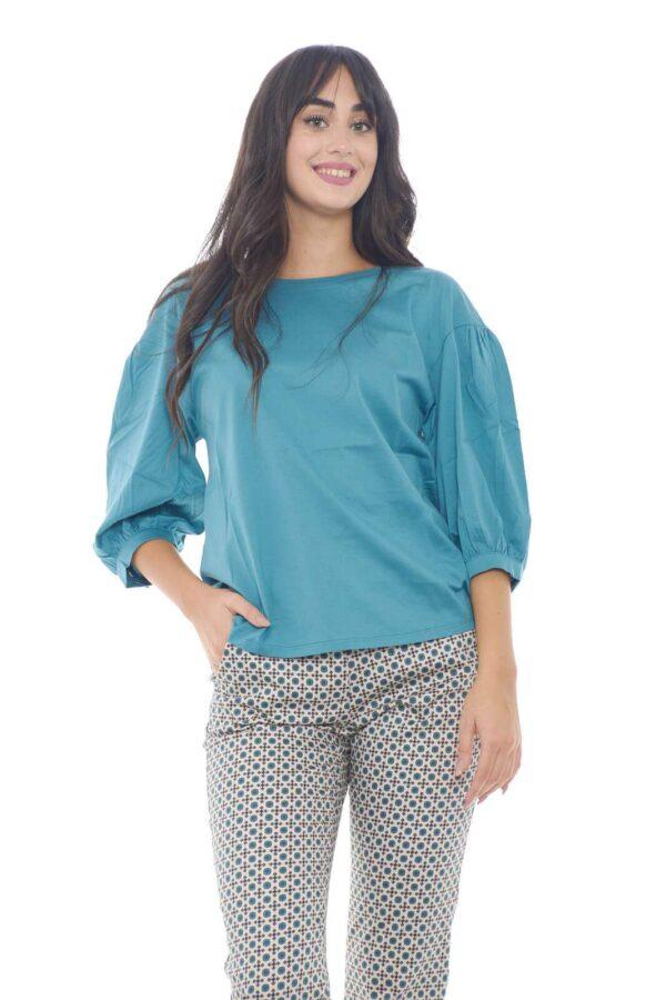 Una blusa in cotone dalla stile minimal la proposta di Weekend Max Mara. Il tessuto in cotone tinta unita si abbina ad ogni stile e le maniche a palloncino donano quello spirito sbarazzino inimitabile.