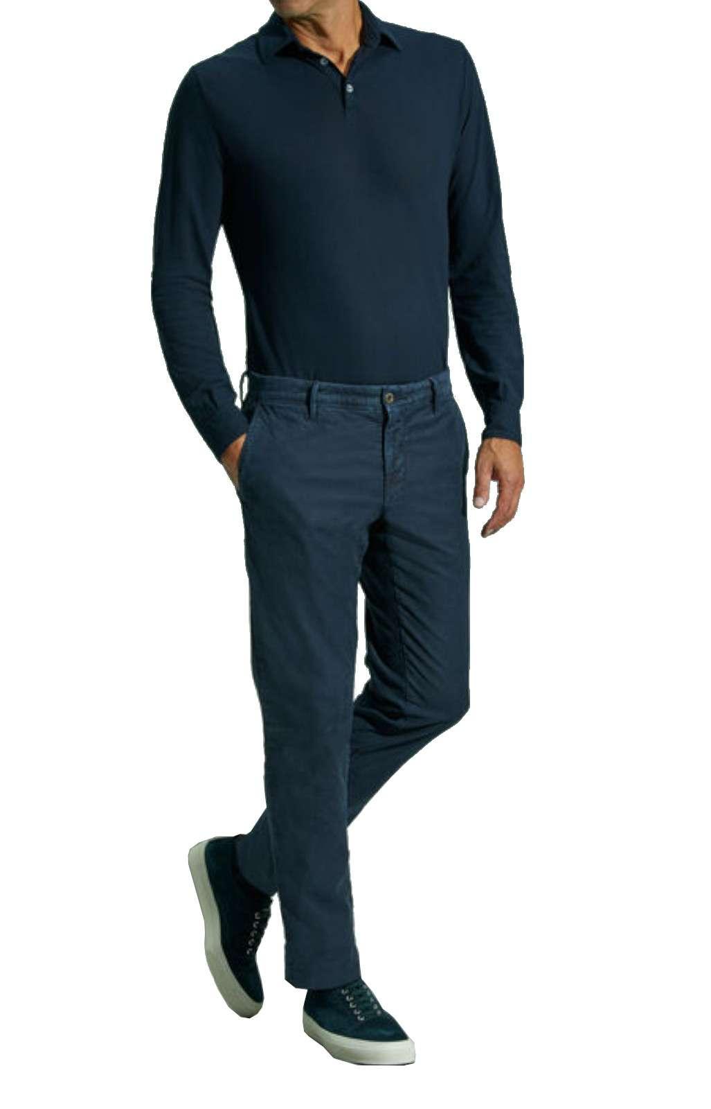 Scopri i nuovi pantaloni dal tessuto jeans firmato dalla nuova collezione Incotex.  Il taglio casual è reso irresistibile dalle tasche america e dalle tasche posteriori a doppio filetto.  Un must have della nuova collezione uomo autunno inverno.