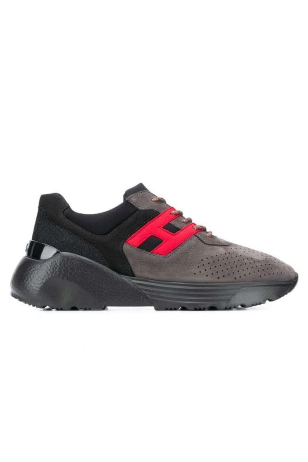 Innovative e futuristiche le nuove Active One firmate Hogan. Da abbinare con ogni look si impongono per il pregiato pellame e la comodità della scarpa. Un essential per la moda uomo.
