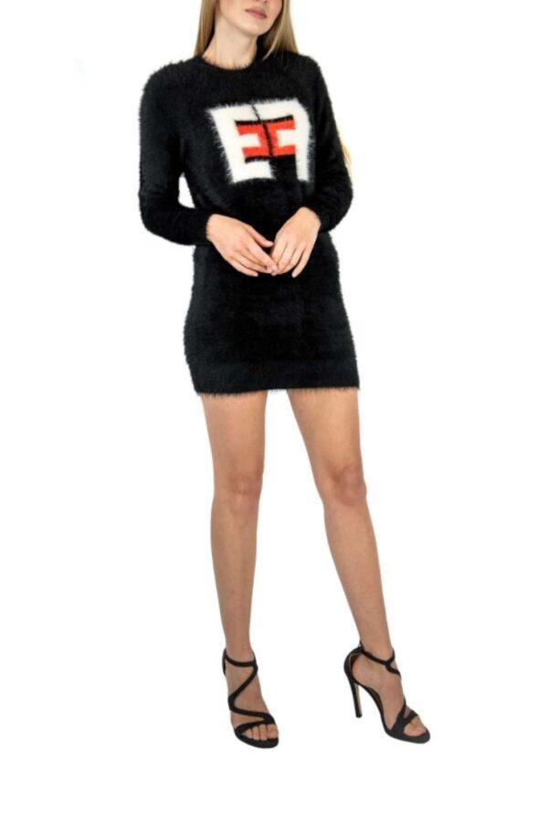 Mini abito in maglia effetto pelliccia, per un look sbarazzino e di tendenza.  Lo puoi indossare con leggings come maxi maglia.
