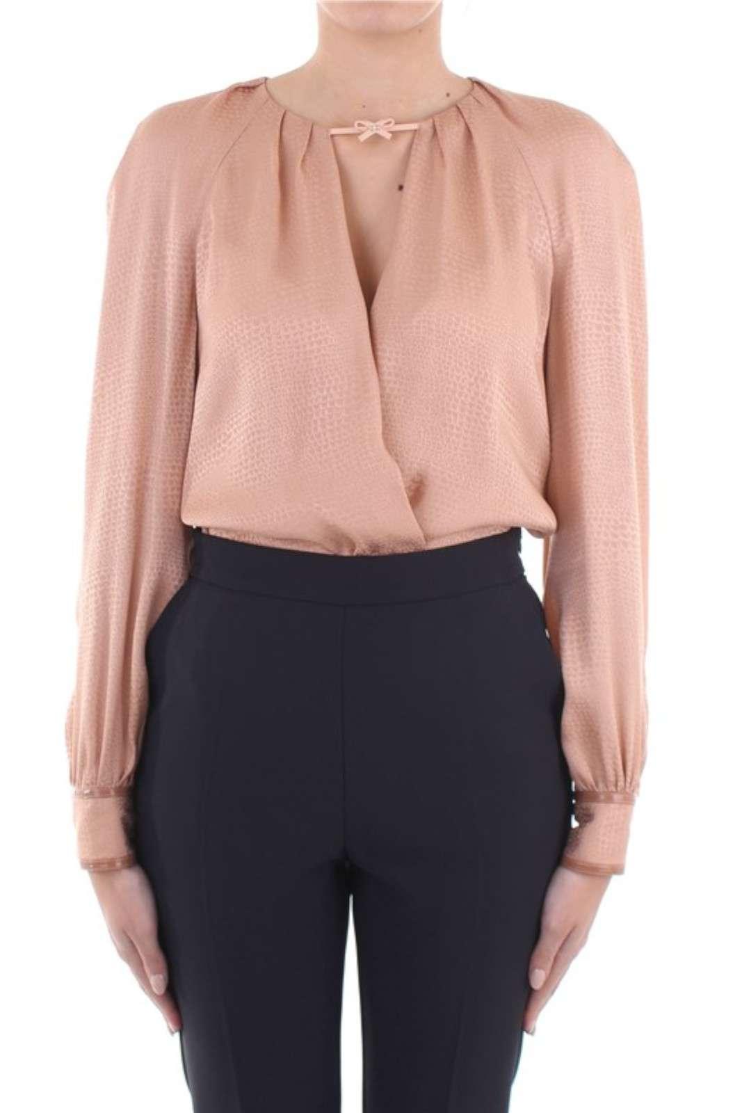 Camicia a body incrociata sul davanti per un abbigliamento comodo ed elegante . Un sottogiacca adatto in ufficio ma anche per le serate glamour.