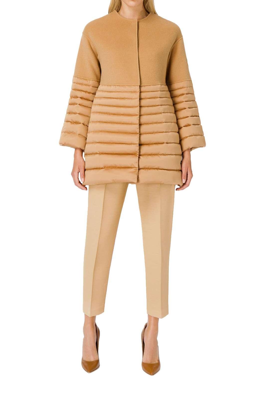 Cappotto in lana ed imbottitura pensato per le tue giornate fredde, elegante, raffinato, dal mood urban e dalle linee sartoriali decise.