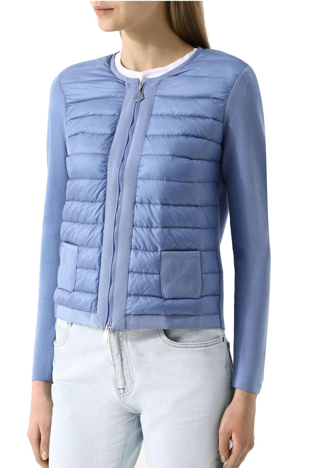 Una maglia tricot, chic e versatile, questa firmata Moncler, ideale per il lavoro, e le occasioni più trendy.  Da indossare sopra maglioncini o bluse, a mo di cardigan, o anche come giacca.  Per la donna che ama outfit glamour e di tendenza.