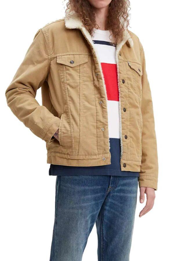 Scopri il nuovo jacket uomo proposto dalla collezione Lev's, capo ecosostenibile più amato. Caratterizzato dall'imbottitura interna in pelliccia ad effetto teddy, è un must have da indossare sia con n paio di jeans che con un pantalone sportivo. Conquista lo stile quotidiano più glamour.